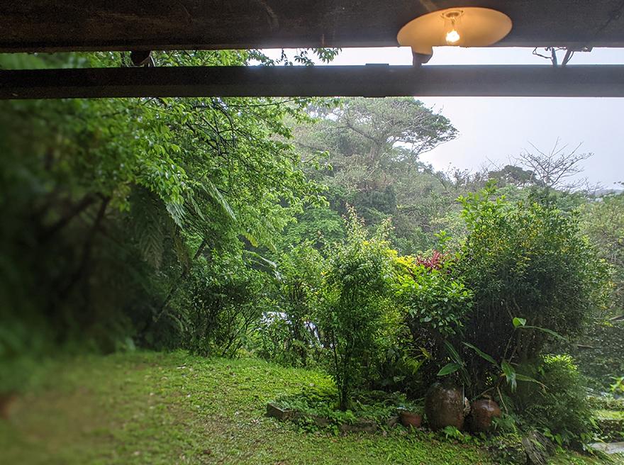 沖縄県本部町伊豆味の山中にある古民家カフェ「ハコニワ」