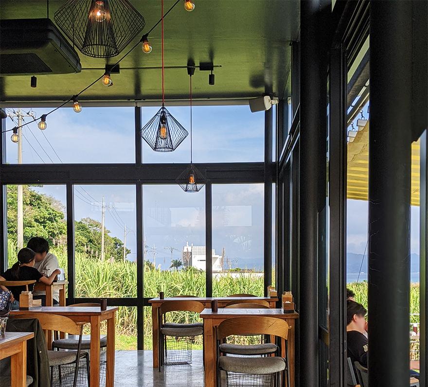 沖縄県古宇利島にあるレストランカフェ「Restaurant L LOTA(エルロタ)」