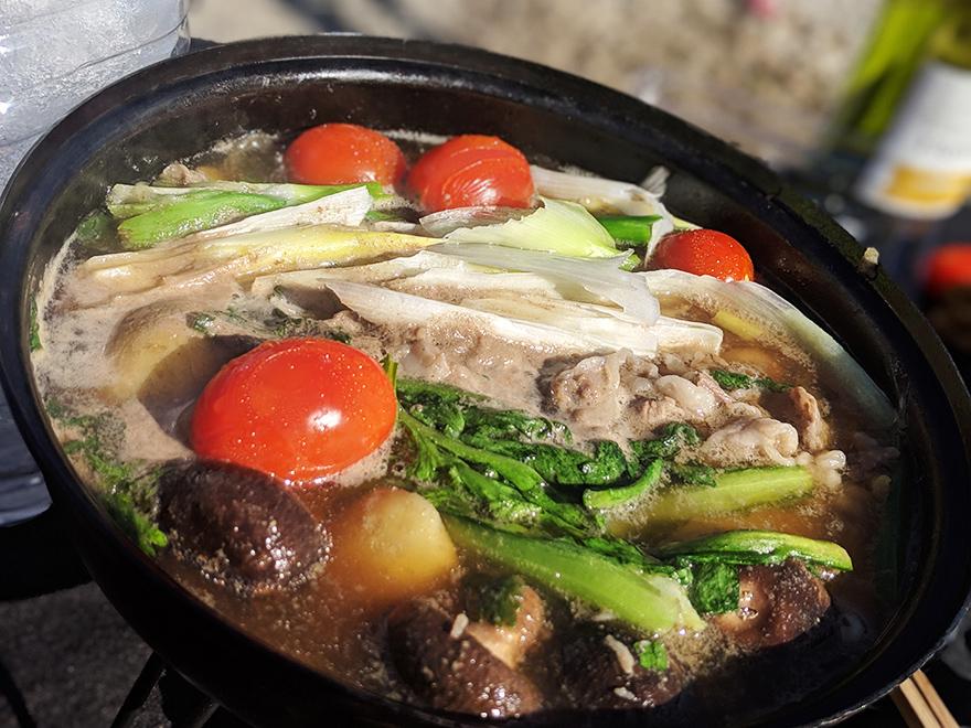 フライパンでつくるキャンプ料理「すき焼き」
