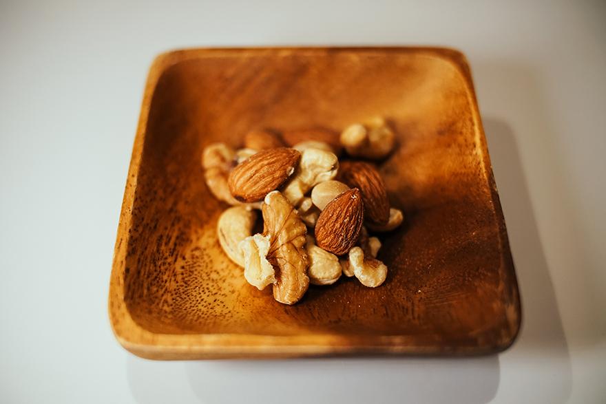 マカダミアナッツ、カシューナッツ、アーモンド、クルミの4種類の無加塩素焼きナッツ
